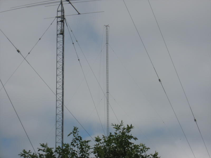 Neww 200 foot tower for 160 & 80 mtr 4sq transmit antennas