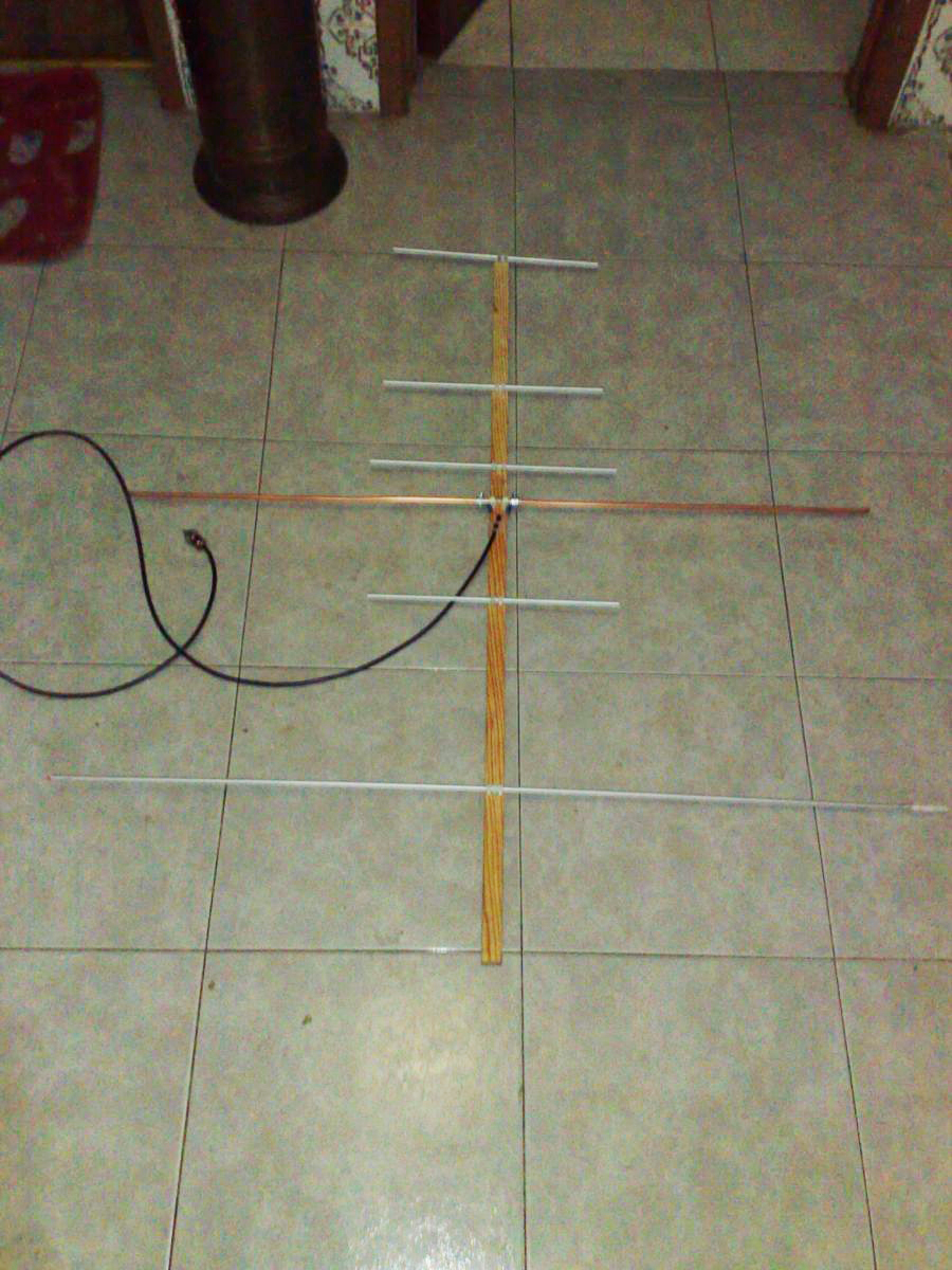 Homemade portable vhf 2el 6dbi uhf 4el 8dbi for field satellite yagi