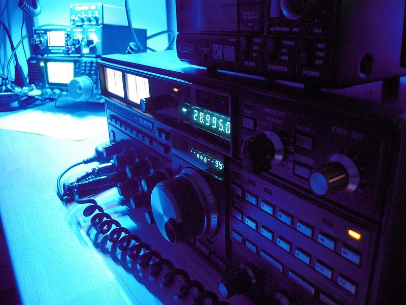 Yaesu FT-980 (1988) - Alinco SR8 from (2011)