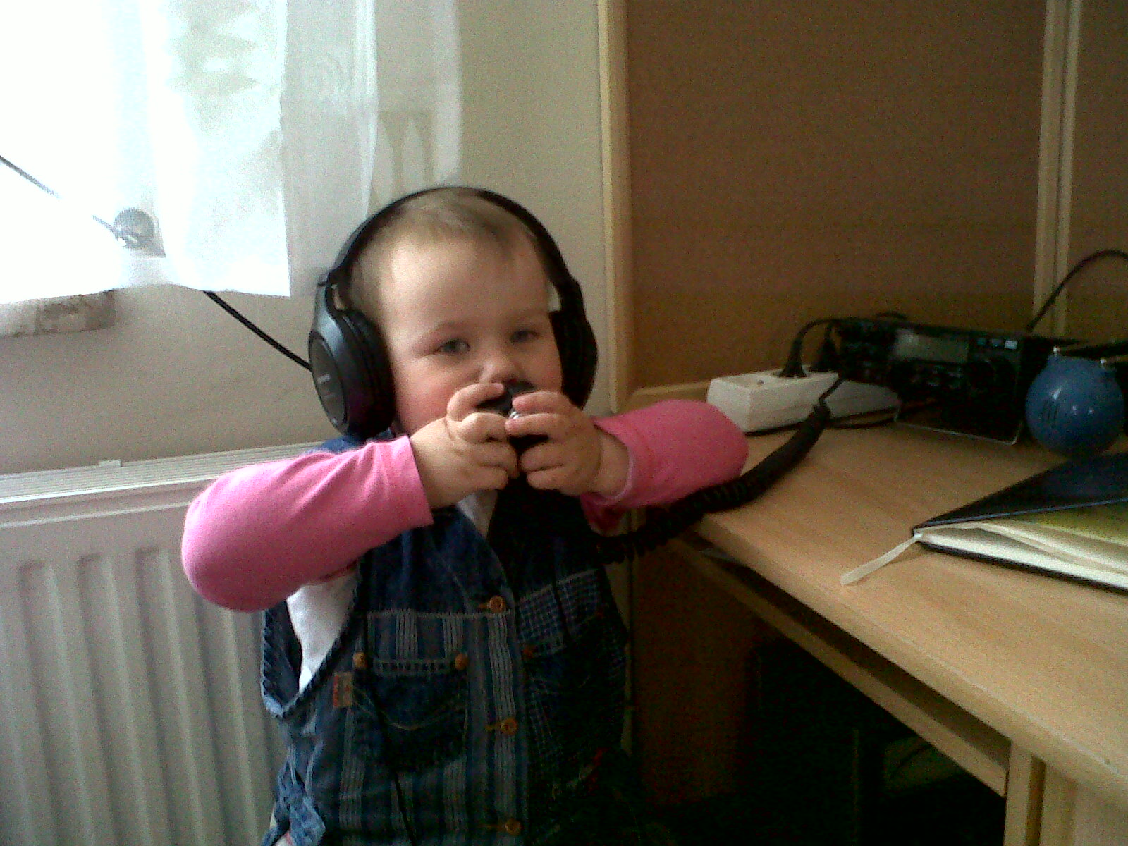 My daughter Weronika with my Alinco DX70 :)