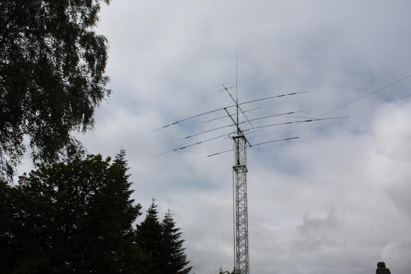 My 12.5 meter  Hummel mast wth my antennas