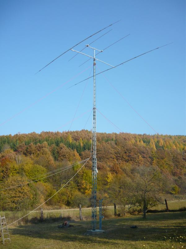 This is my new 17m tower built in 2011 on my portable QTH - Michalkov